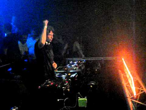Hernan Cattaneo playing Fady Ferraye's Those Without Shadows (Cid Inc rmx) Part 1