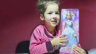 Видео для девочек. Распаковка новой куклы для Алисы. Игрушки для девочек.