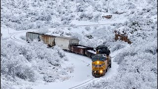 [HD] RARE! SNOW IN SOUTHERN ARIZONA! Trains on Union Pacific's Sunset Route