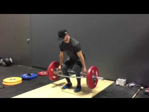 Trap bar deadlift w pause