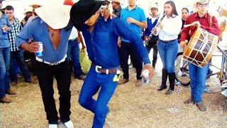 La Raza de Linares Bailando Tamborazo