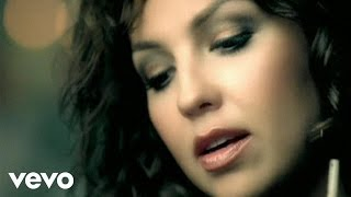 Un Alma Sentenciada - Thalia  (Video)