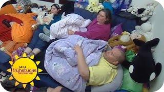 Sechsköpfige Familie Lebt Auf 12qm | SAT.1 Frühstücksfernsehen