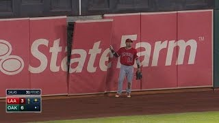 Victorino dislodges wall on catch attempt