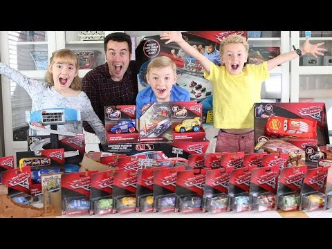 Giant Disney•Pixar Cars 3 Toy Haul!