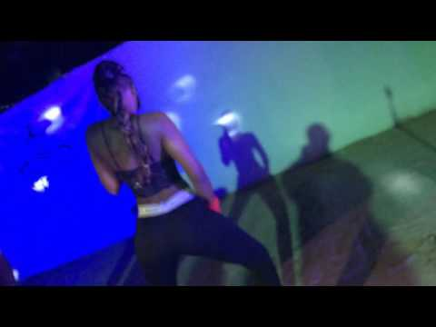Lord Paper & Ewuruma go dirty on Stage at Serallio Sundays