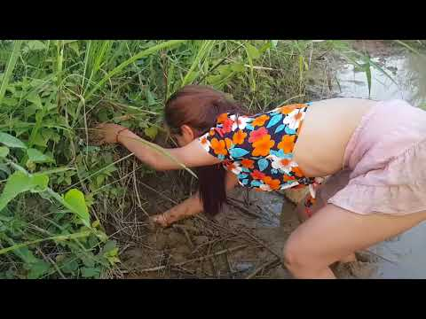 Mulher Pescando no Brejo