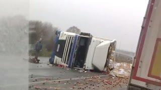 Смотреть онлайн Подборка ДТП с участием грузовиков за апрель
