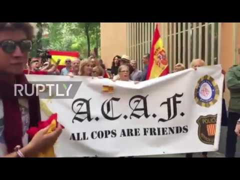 Spain: 'ACAF: All cops are friends' - Counter-protesters jazz up anti-police acronym in Barcelona