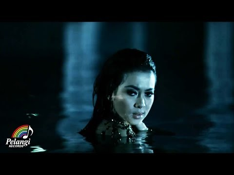 Pop - Syahrini - Kau Yang Memilih Aku (Official Music Video)