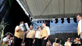 preview picture of video 'Trara es brennt (brannte) - am Zwiebelfest 2012'