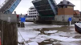 preview picture of video 'Breaking Ice on Port Huron's Black River'