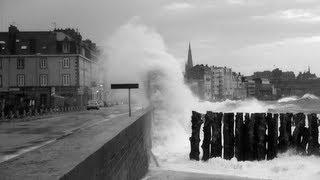 preview picture of video 'Grandes marées et tempête à Saint-Malo-Bretagne-Storm Tide Marea'