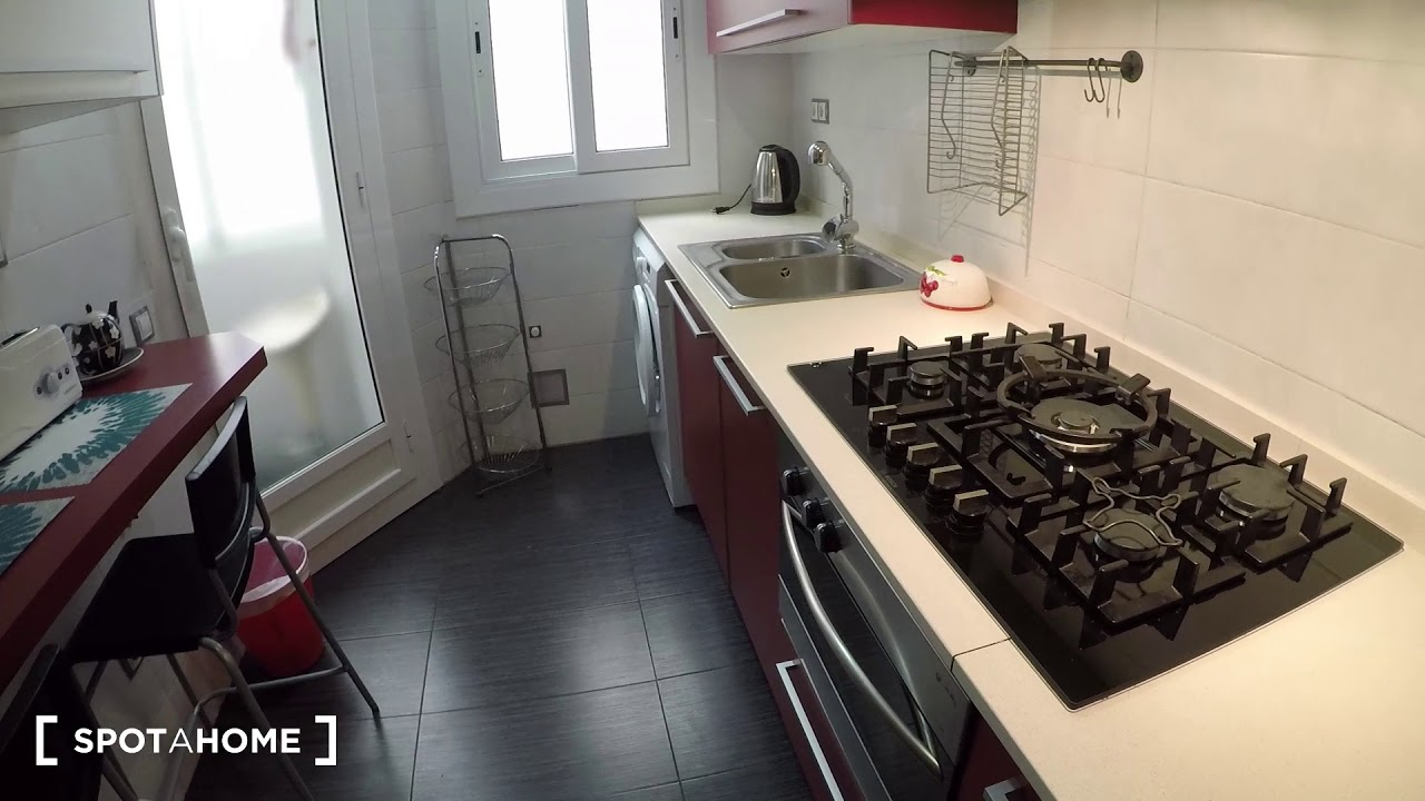 Rooms for rent in 3-bedroom apartment with balcony in Horta-Guinardó