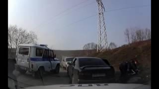 Полицейские после погони задержали и обезвредили троих бандитов