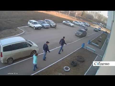 Нападение на мужчину с младенцем на руках в Кемерово