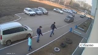 Нападение на мужчину с ребенком в Кемерове, полная версия