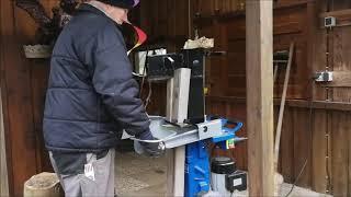 Holzspalter HL 1010 Scheppach im Betrieb