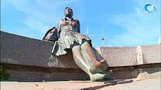 У новгородской «уставшей туристки» вновь украли туфельку