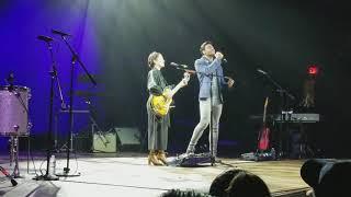 Natalia Lafourcade y Carlos Rivera Mexicana hermosa en vivo Anaheim, CA