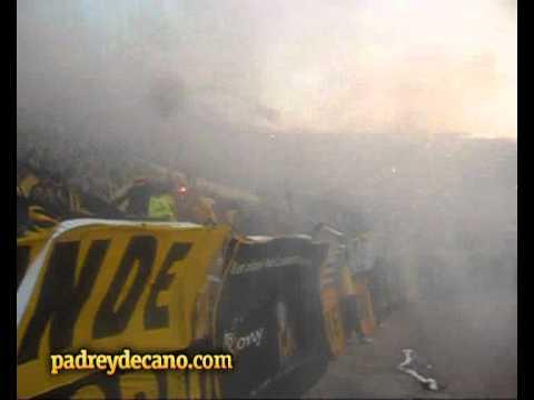 """""""Peñarol 4 Caracas 0 - Recibimiento Hinchada de Peñarol - Copa Libertadores 2012"""" Barra: Barra Amsterdam • Club: Peñarol • País: Uruguay"""