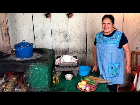 Receta De Caldo De Pollo Estilo Ranchero Con Doña Ángela
