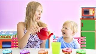 Amelia and baby Arthur pretend play kitchen fun