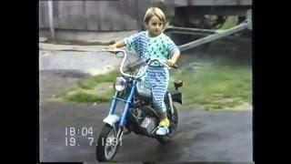5 latek jeździ na motorynce a po 25 latach gra z nią na akordeonie.