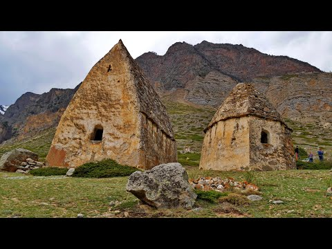 Загадочный город Мёртвых, Книга в Камне и Башня Любви в Эль-Тюбю