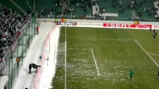 Футболистов закидали снежками