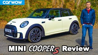 [carwow] MINI Cooper S 2021 review - better than a VW Polo GTI?