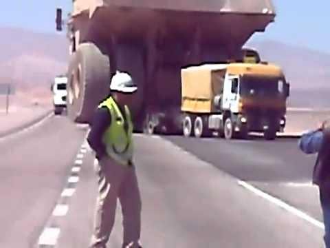 عملية نقل أكبر شاحنة . . كلمة كبيرة قليلة في حقها