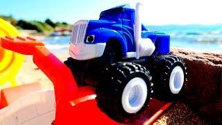 Видео для детей - Машинки Вспыш и Крушила - Гонки на пляже