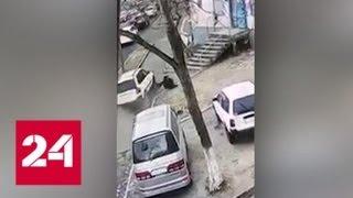 Мама с малышом погибли под колесами вылетевшей с дороги машины во Владивостоке - Россия 24