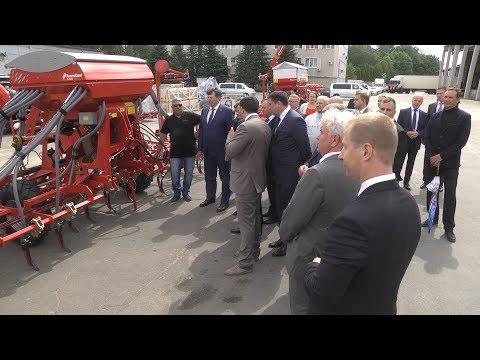 Полпреду президента показали предприятие со средней зарплатой в 54 тысячи рублей