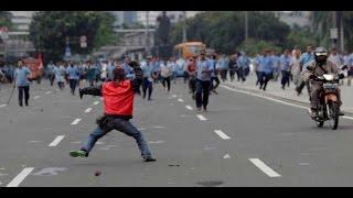 Supir Taksi (blue Bird)  VS Gojek online bentrok dijalan sudirman #NEWS Video Amatir