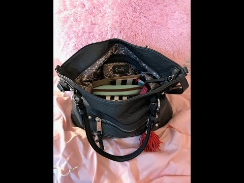 What's in my bag, Jessica Simpson Eva Purse. Large bag with lots of stuff!