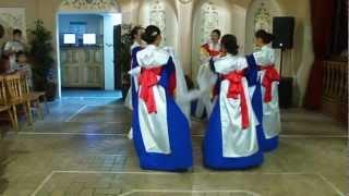 Корейский танец с Рукавами