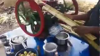 Выжимание сока из тростника в Индии 2017