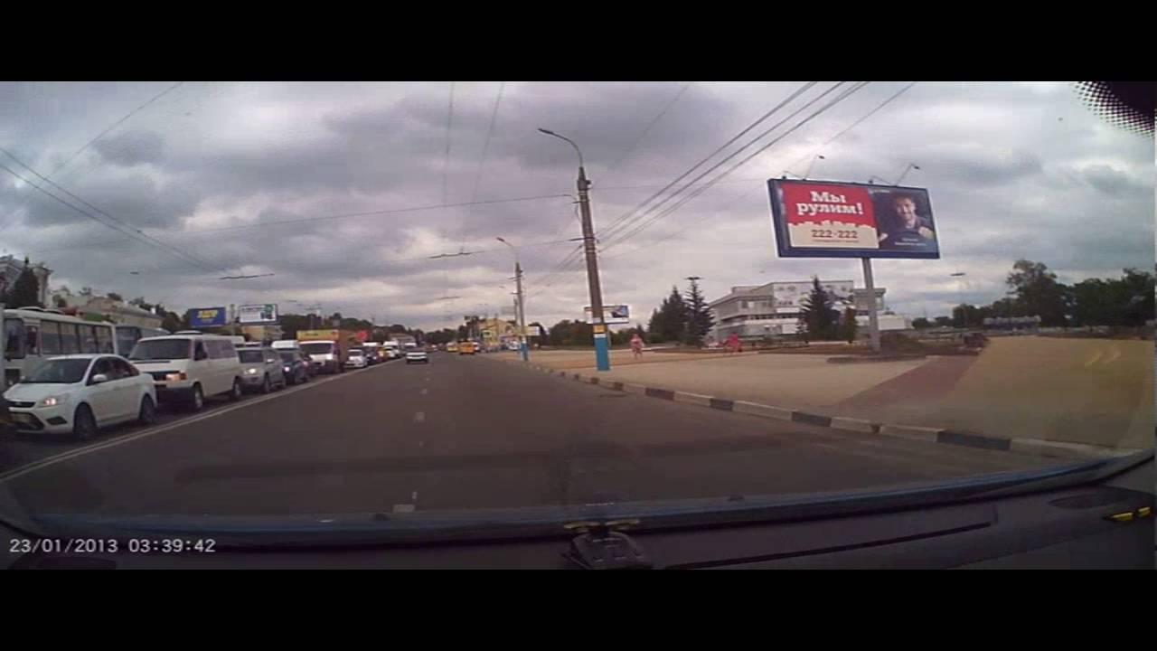 В Брянске водитель сбил девушку на переходе и скрылся