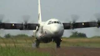preview picture of video 'UN Aircraft / Flieger in Kindu D.R. Congo (TALCE)'