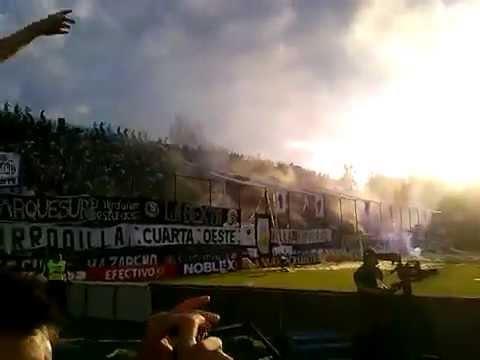 """""""Independiente Rivadavia vs Independiente de Avellaneda (Himno - La banda leprosa ya llego)"""" Barra: Los Caudillos del Parque • Club: Independiente Rivadavia"""
