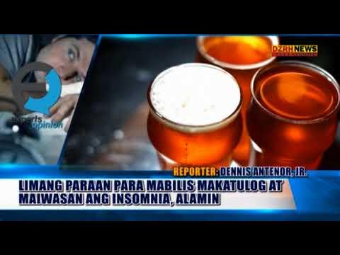 Maliit na batang babae ay nagpapakita ng mga suso sa webcam