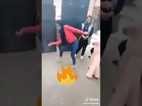 رقص بنات علي الدرامز ف الشارع مولد هنروح االمولد رقص عقباو