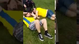 Пьяные шведы спят на газоне в Нижнем Новгороде
