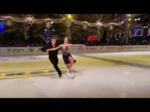 Olympic Gold medalists Meryl Davis & Charlie White perform in Downtown Detroit