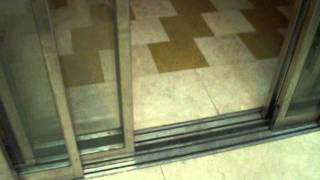 preview picture of video 'BUSY Isralift traction scenic talking elevator at Modi'in Mall in Modi'in(Yeridim elevator)'