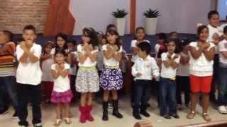 preview picture of video 'Devocional de Niños, Cierre de la Escuela Biblica de Verano 2014'