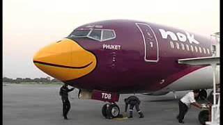 preview picture of video 'Nok Air Boeing 737-400 at Phitsanulok'