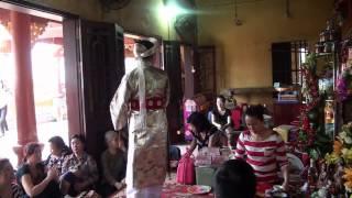 preview picture of video 'cô Oanh túi chợ Hôm hầu Đền Mẫu Đồng Đăng'
